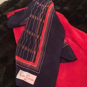 🦊 Pierre Cardin magnificent scarf.